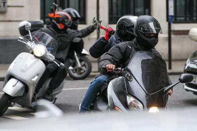 Xe tay ga trở thành dấu hiệu tội phạm ở các nước phương Tây