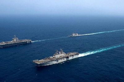 Cụm tàu tác chiến Mỹ dàn hàng phô sức mạnh 'dọa' Iran