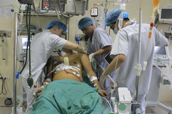 Nam thanh niên Hà Nội bị vỡ tim, máu phun xối xả
