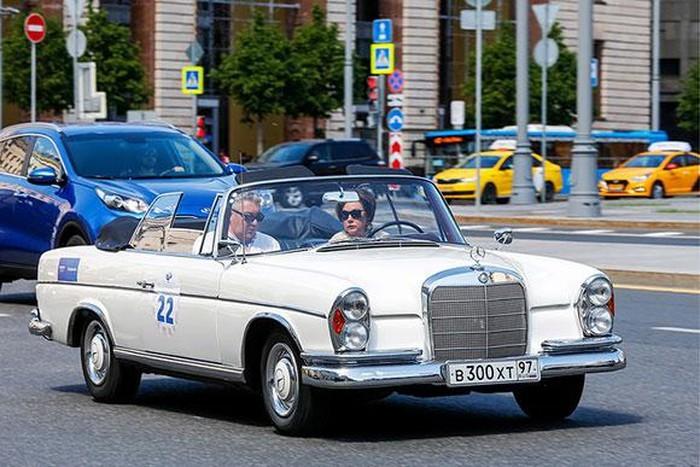 Mãn nhãn dàn xe cổ hội tụ trên đường phố Moscow