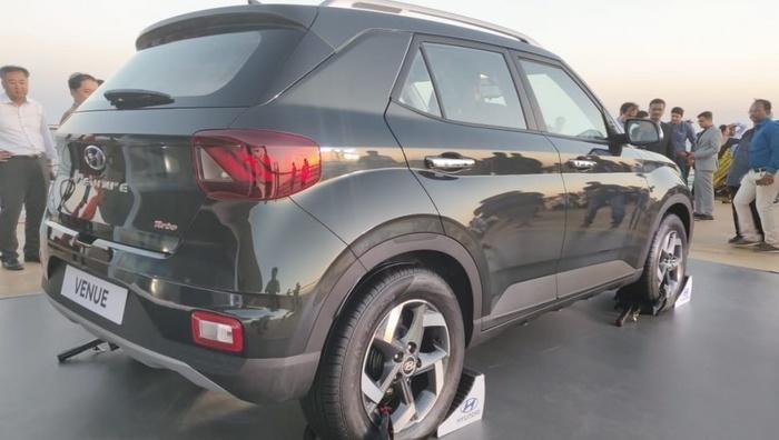 SUV cỡ nhỏ Hyundai Venue đủ tiện nghi giá 218 triệu tại Ấn Độ