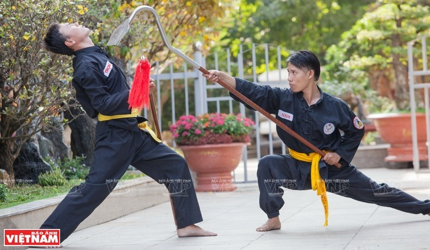 Takhado – Vietnamese martial arts with rake as a weapon