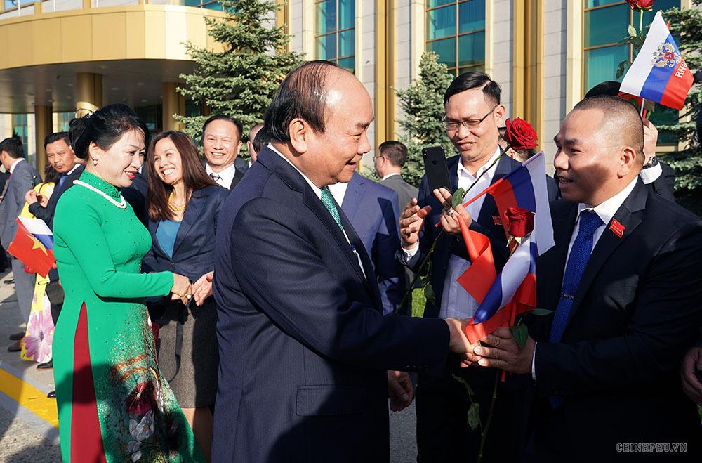 Thủ tướng đến thủ đô Moscow, thăm chính thức Liên bang Nga