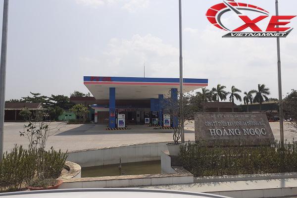 Đổ 60 lít dầu, bán tải Nissan Navara chết luôn máy