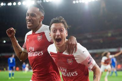 """Arsenal cảnh báo """"nóng"""", Aubameyang và Ozil bị bán tháo"""