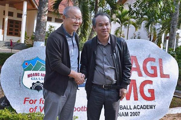 Tuyển Việt Nam: Thầy Park lại phải... cậy nhờ bầu Đức