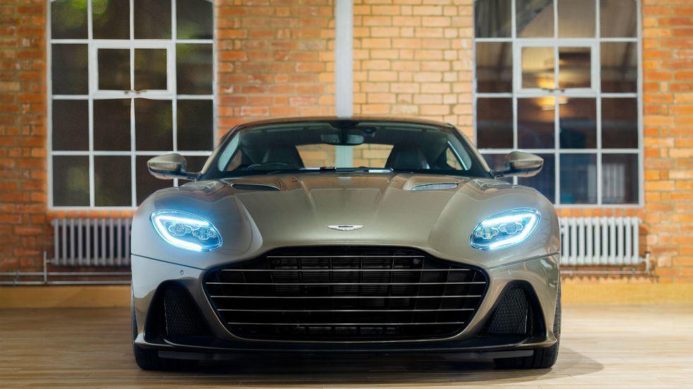 Aston Martin DBS vinh danh điệp viên 007 giá gần 9 tỷ đồng