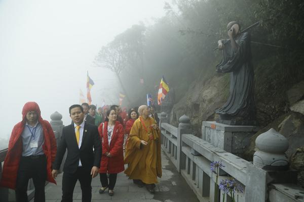 Vesak delegates make a special pilgrimage to Fansipan