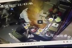 Nồi lẩu ở nhà hàng nổi tiếng bỗng dưng nổ tung tóe