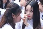 Nữ sinh trường Trần Phú xúc động ngày chia tay cuối cấp