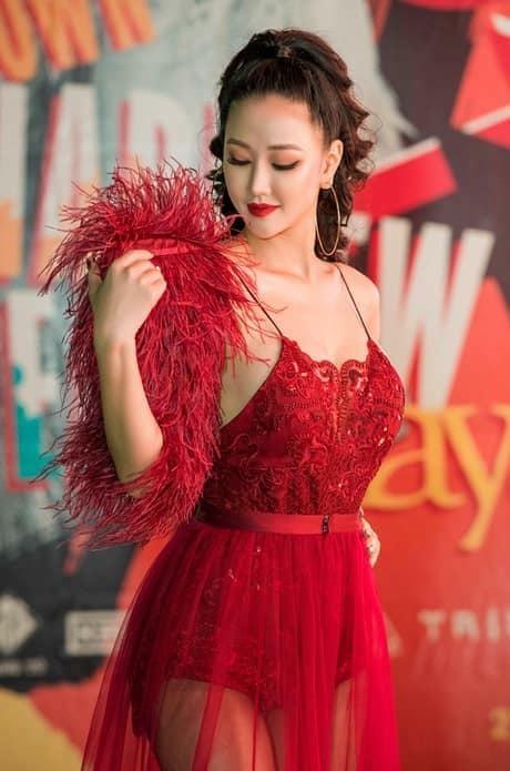 Gu thời trang bốc lửa của mỹ nhân phim 'Vợ Ba'