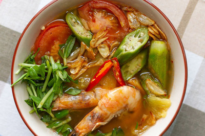 Giải nhiệt ngày nắng với canh chua tôm nấu dứa thanh mát