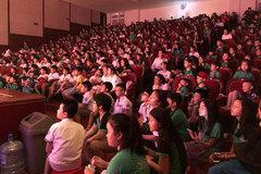 Kịch 'Tấm Cám' sốt vé, khán giả chật kín nhà hát