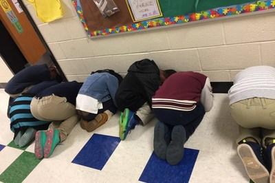 Người Mỹ dạy học sinh tiểu học ứng phó tình huống khẩn cấp như thế nào?