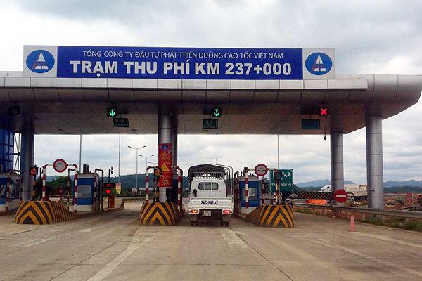 Trạm thu phí cao tốc Nội Bài - Lào Cai bị sét đánh tê liệt