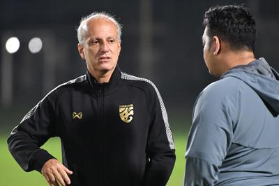HLV U23 Thái Lan từ chức, dẫn dắt Văn Lâm