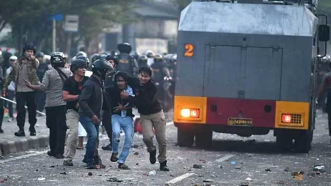 Bạo loạn tại Indonesia, hơn hai trăm người thương vong