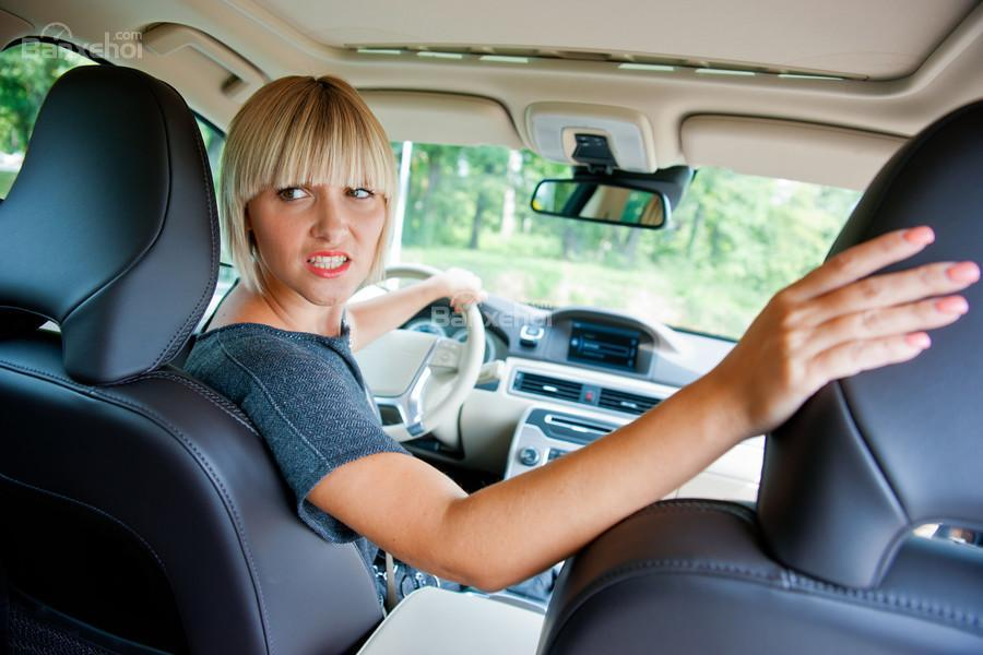 Cách lùi xe đúng chuẩn không sợ tai nạn