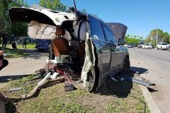Ô tô Audi Q7 bị xé đôi, tài xế bình an vô sự