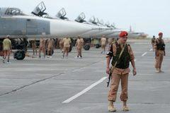 Mưa tên lửa dội xuống căn cứ Nga