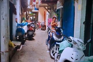 'Đất dữ' Sài Gòn: Anh công an ngồi đọc sách giữa đường để canh tội phạm