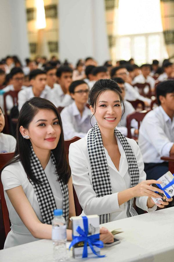 Hoa hậu Thùy Dung: 'Tặng sách để khơi khát vọng, xây chí hướng'