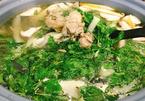 Mưa Sài Gòn nấu lẩu gà lá giang chiêu đãi cả nhà cho ấm bụng nhé