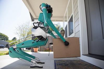 Xe Ford tự lái sẽ kèm theo robot giao hàng