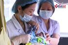 Hình ảnh rơi nước mắt trong ca mổ đón bé Bình An từ người mẹ ung thư