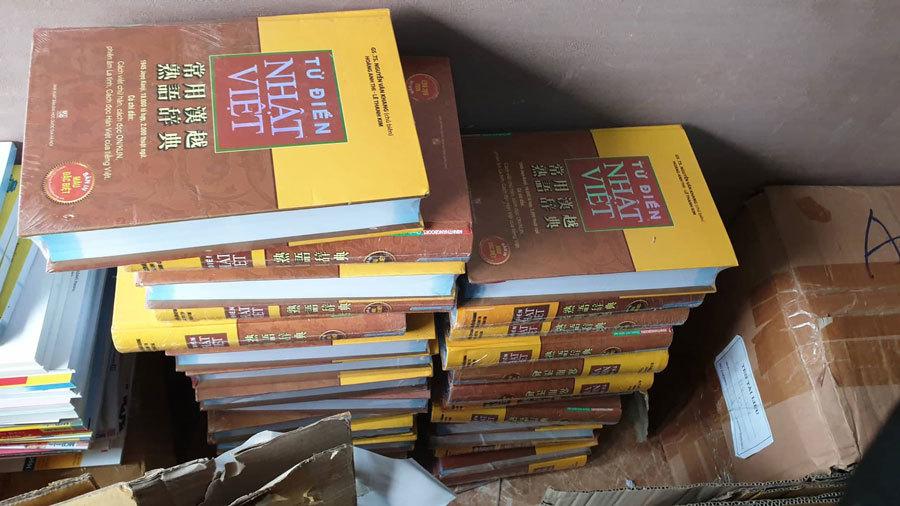 Thu giữ hàng nghìn cuốn sách tiếng Nhật không rõ nguồn gốc