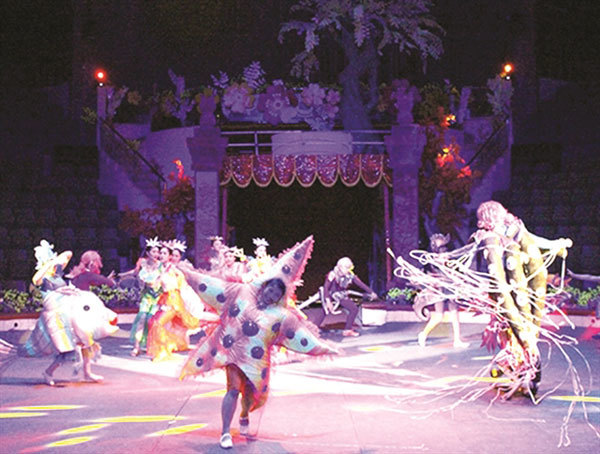 Circus performance calls people to protect environment