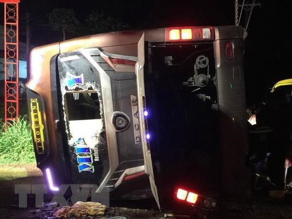 Dong Nai: Coach flips on side, killing two and injuring 17