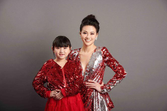 "Beauty queens charm in 'Proud of Vietnam"" photo project"