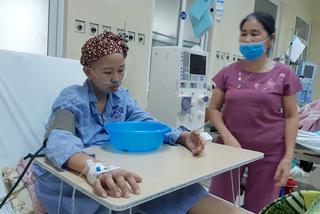 Hành trình ngủ ngồi, ôm chậu chờ sinh của bà mẹ trẻ mắc ung thư giai đoạn cuối