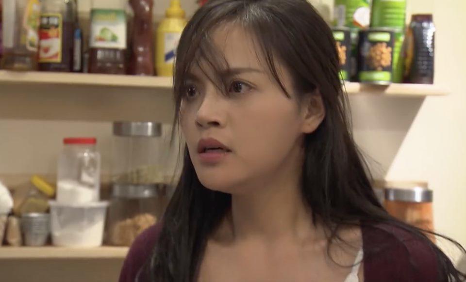 'Về nhà đi con' tập 31: Qua đêm với người yêu cũ, Huệ đòi ly dị chồng