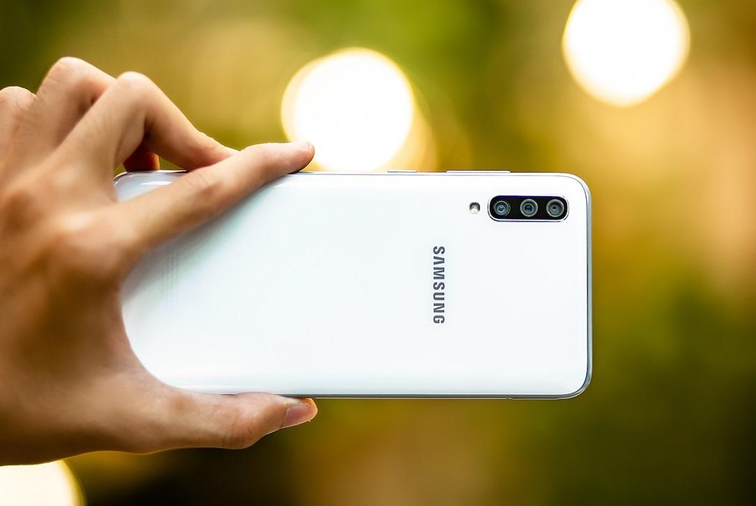 Galaxy A70: Màn hình lớn, camera đẹp, gây chú ý ngay khi vừa ra mắt
