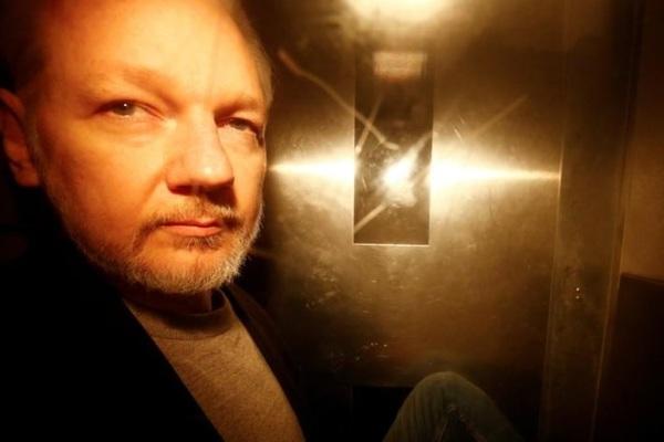 Mỹ truy tố ông chủ WikiLeaks thêm hàng loạt tội