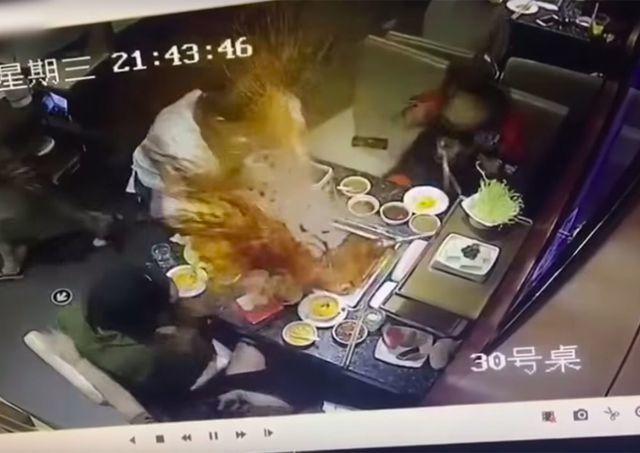 Nồi lẩu đang sôi bất ngờ phát nổ khiến nữ phục vụ bị bỏng nặng