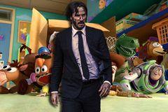 Sát thủ Keanu Reeves làm siêu sao đóng thế trong 'Toy Story 4'