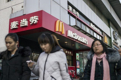 Nhân viên Trung Quốc bị cấm dùng iPhone, xe Mỹ và gà rán KFC