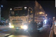 2 vợ chồng ở Bình Định chết thảm khi va chạm với xe tải