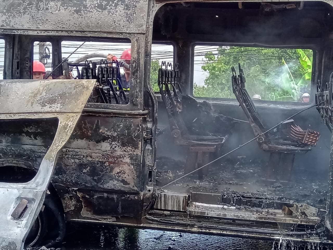 Xe khách cháy ngùn ngụt trên quốc lộ, thiếu niên 14 tuổi chết thảm