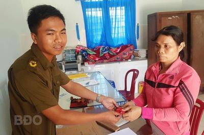 Hai học sinh Bình Định trả 6,5 chỉ vàng cho người đánh rơi