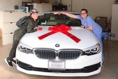 Phi Nhung được con gái ruột tặng xe hơi bạc tỷ tại Mỹ