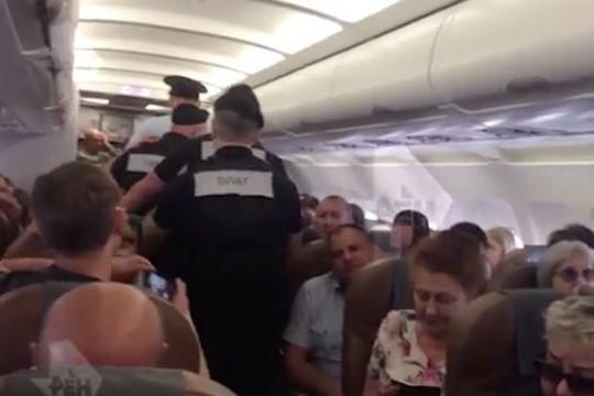 Hành khách thiệt mạng sau khi 'nổi điên' ẩu đả với phi hành đoàn