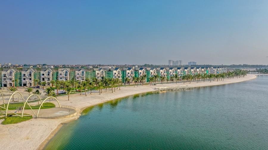 'Phù thuỷ' Long Kan biến hoá với sân khấu giữa hồ Vinhomes Ocean Park