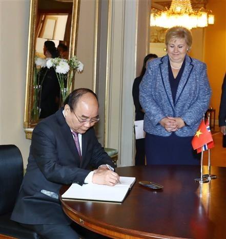 Vietnamese, Norwegian PMs hold talks