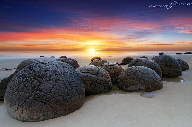 Cảnh siêu thực như ngoài hành tinh ở bãi đá 'trứng rồng' hàng chục triệu năm tuổi