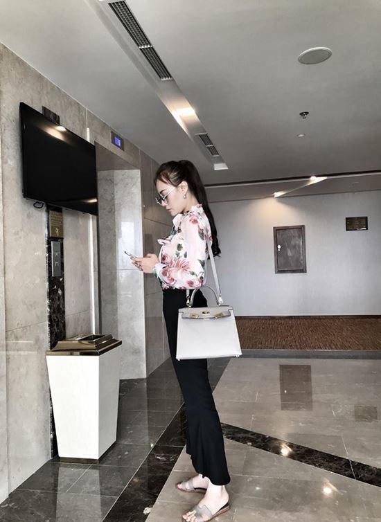 Tuổi 30, Phương Oanh Quỳnh búp bê sở hữu căn hộ cao cấp, xế hộp tiền tỷ