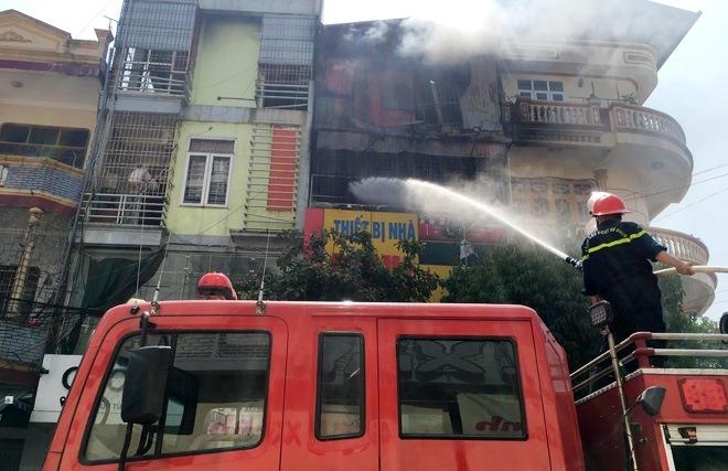 Cháy cửa hàng gas ở Thanh Hóa, cả khu phố náo loạn